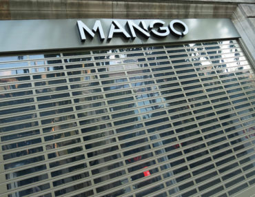 puerta enrrollable mango-troquelada